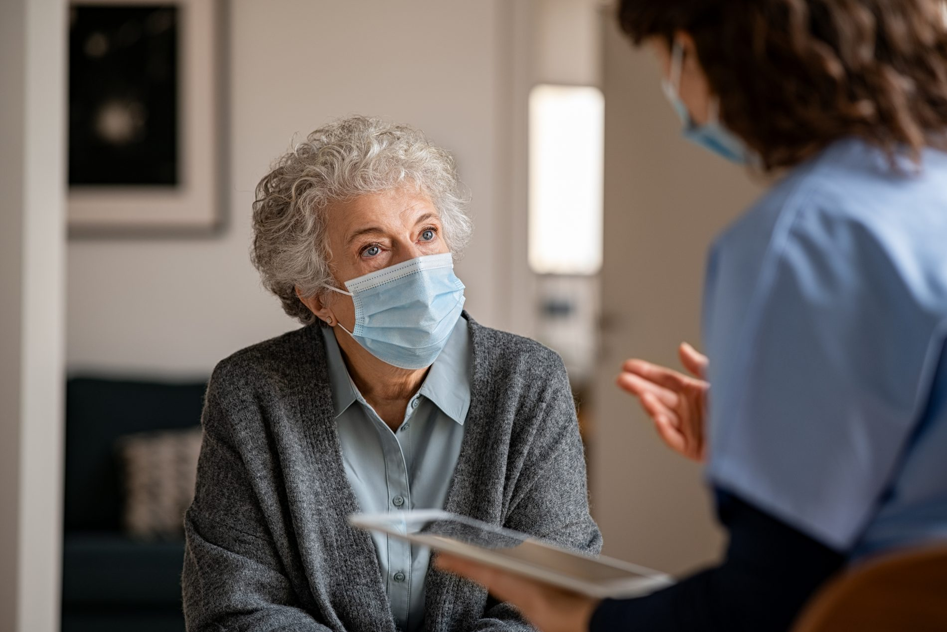Masked-Patient-with-Technologist
